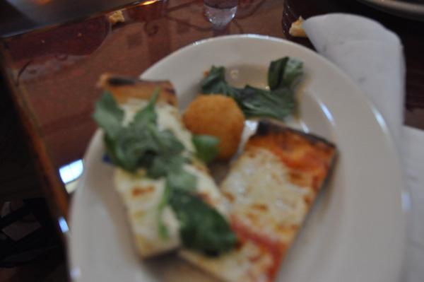Via_Napoli_pizza_slice