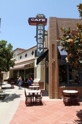 Buena-Vista-Street-097 (267×400)