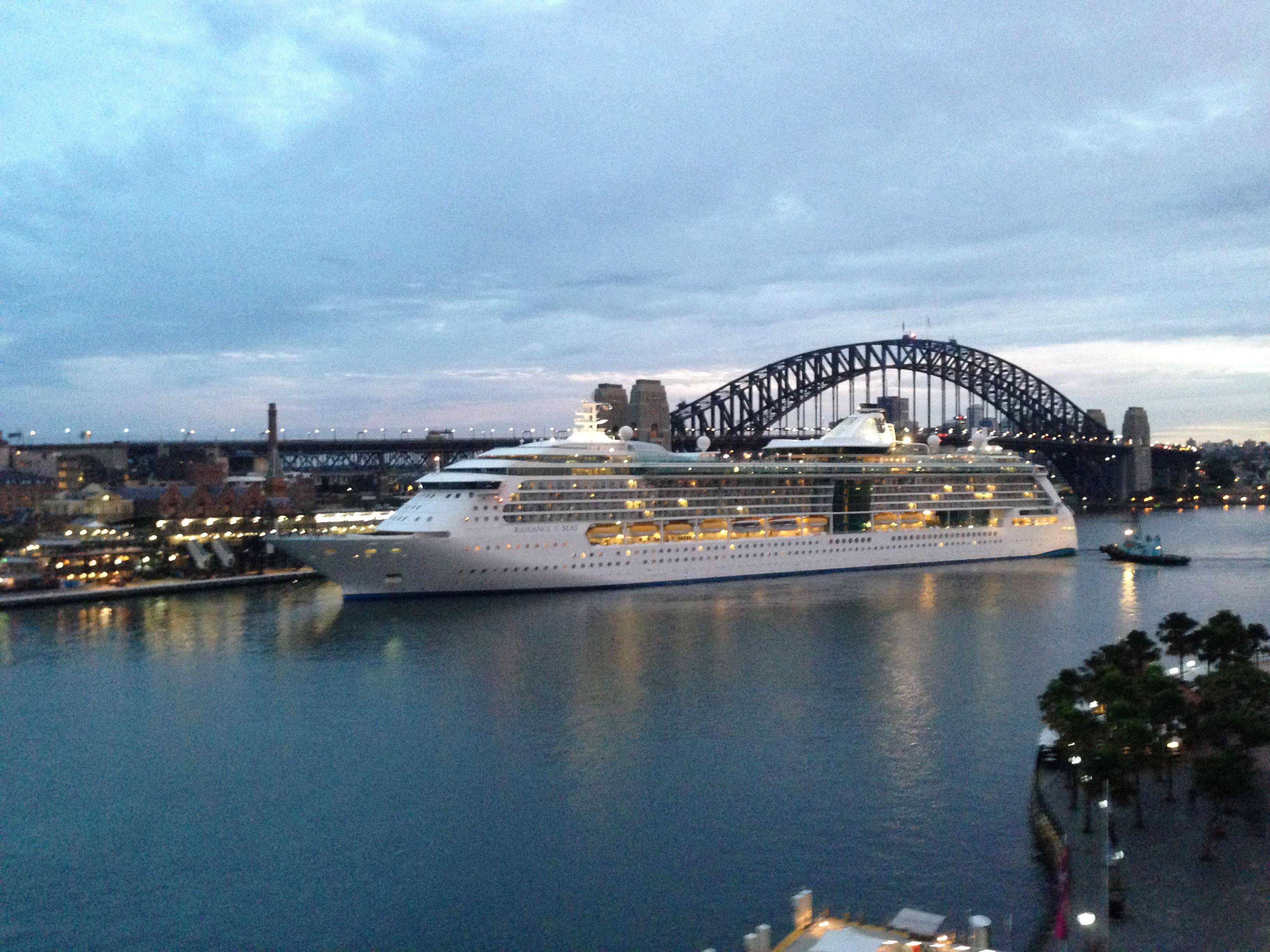 004_Australia_Radiance_in_port